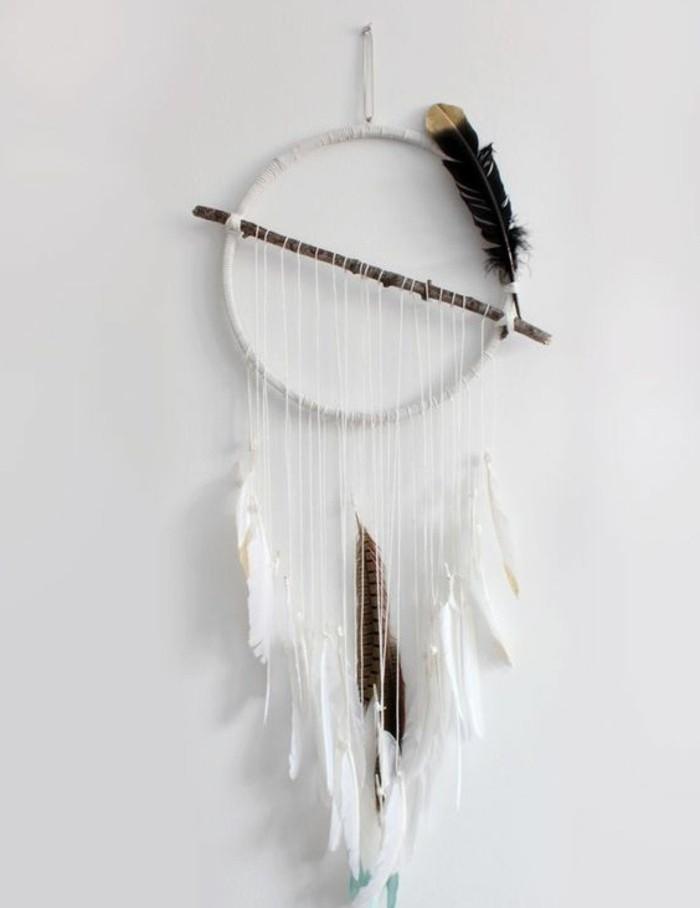 un'idea di immagini di acchiappasogni semplici con piume e fili bianchi