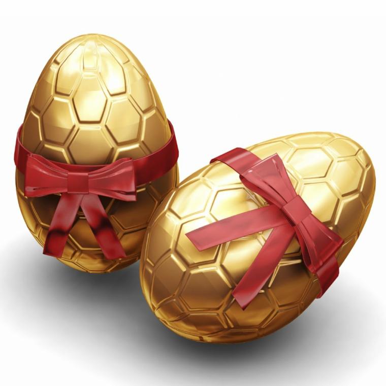idee per come decorare le uova di pasqua con degli esagoni su una base dorate, con un fiocco bordeaux