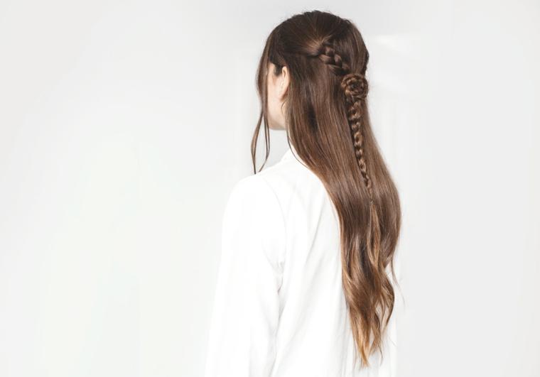 risultato finale del tutorial, ecco delle pettinature capelli chic e facili da realizzare