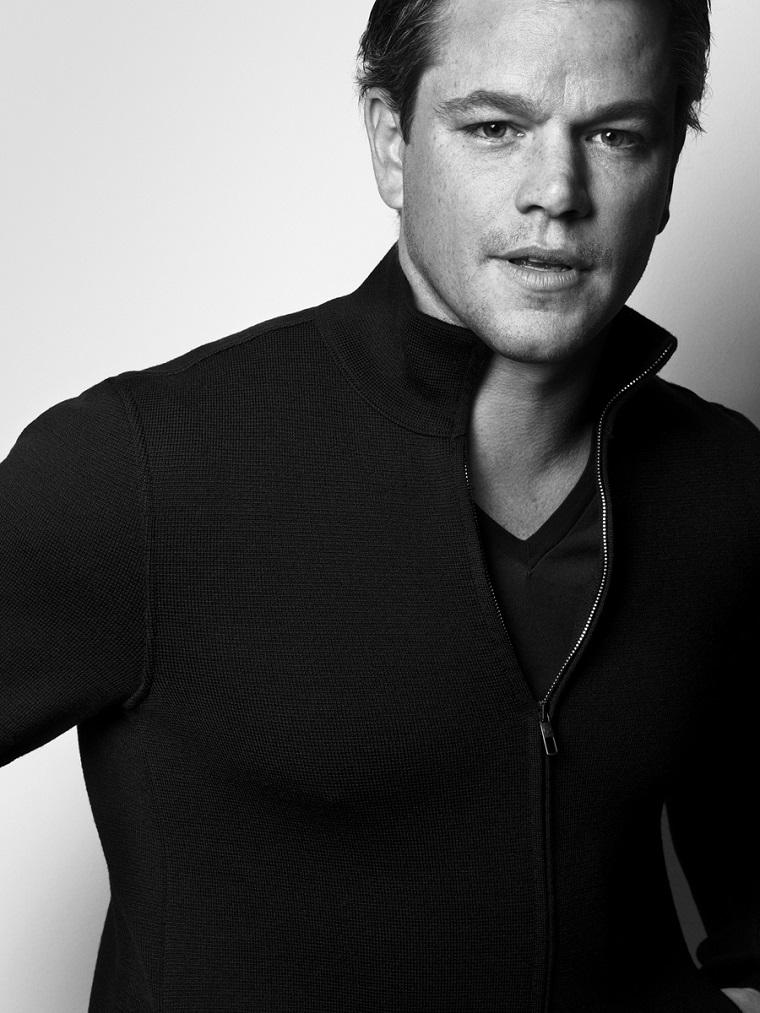 Matt Damon, attori belli, vestito casual con maglione nero con zip e t-shirt