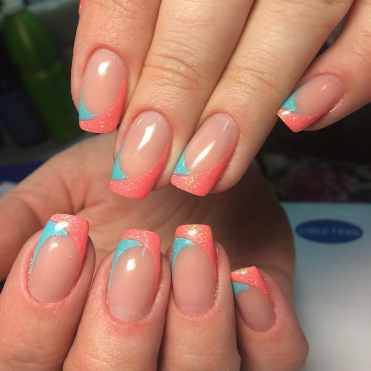 una manicure perfetta per la primavera o l'estate ispirata alla french con finitura opaca