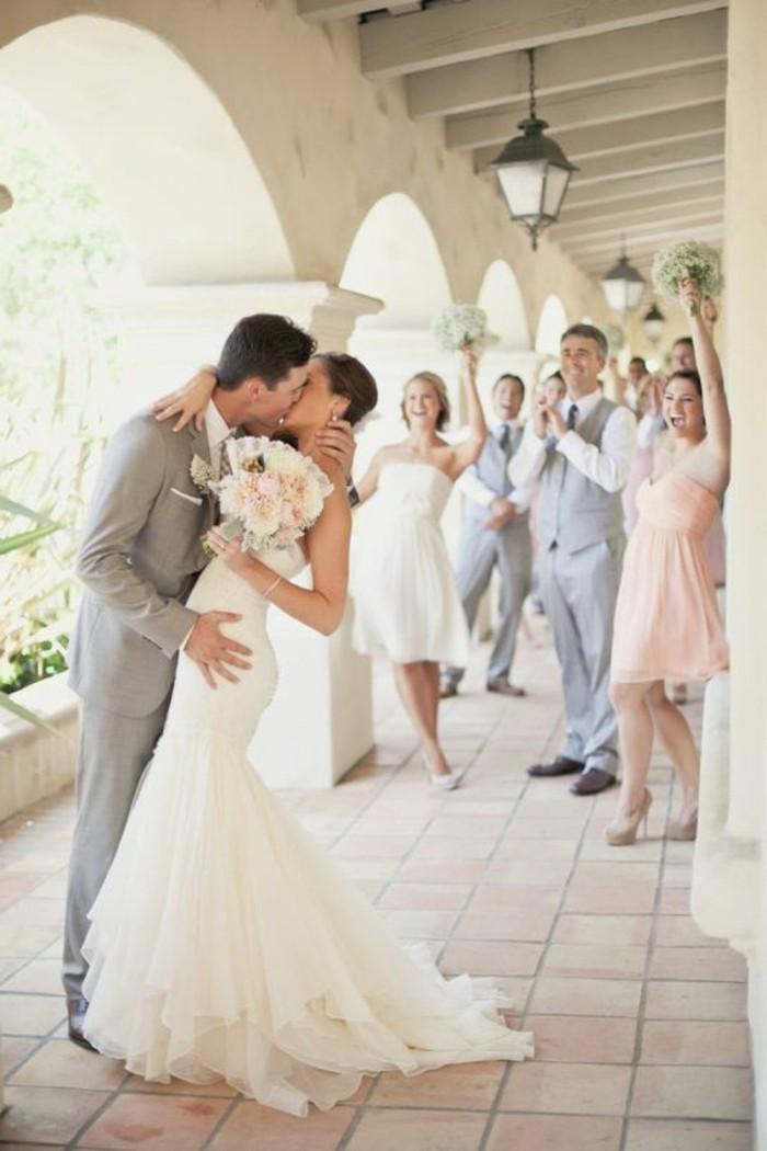 una proposta per un vestito matrimonio uomo color grigio perla e camicia bianca