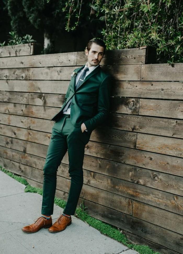 una proposta di abito matrimonio uomo in un colore originale: il verde