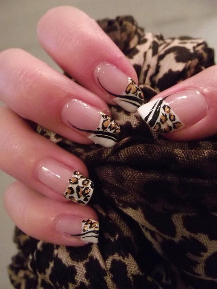 una proposta per realizzare una manicure french colorato ispirandosi alla fantasia leopardata