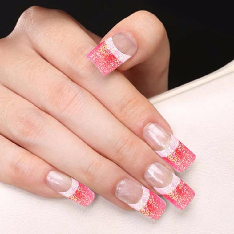 una proposta di manicure french colorato realizzata con dello smalto rosso con glitter oro