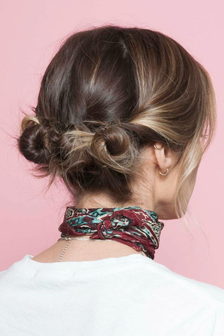 un esempio di raccolto capelli molto femminile e facile da fare anche da sole