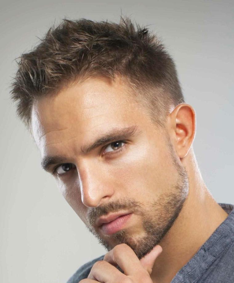 ottima proposta per tagli uomo corti con una leggera barba