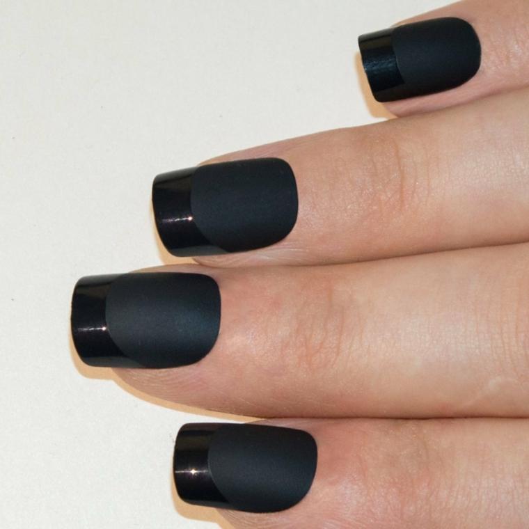 proposta di manicure french unghie gel di tendenza con smalto nero opaco e lucido per la riga