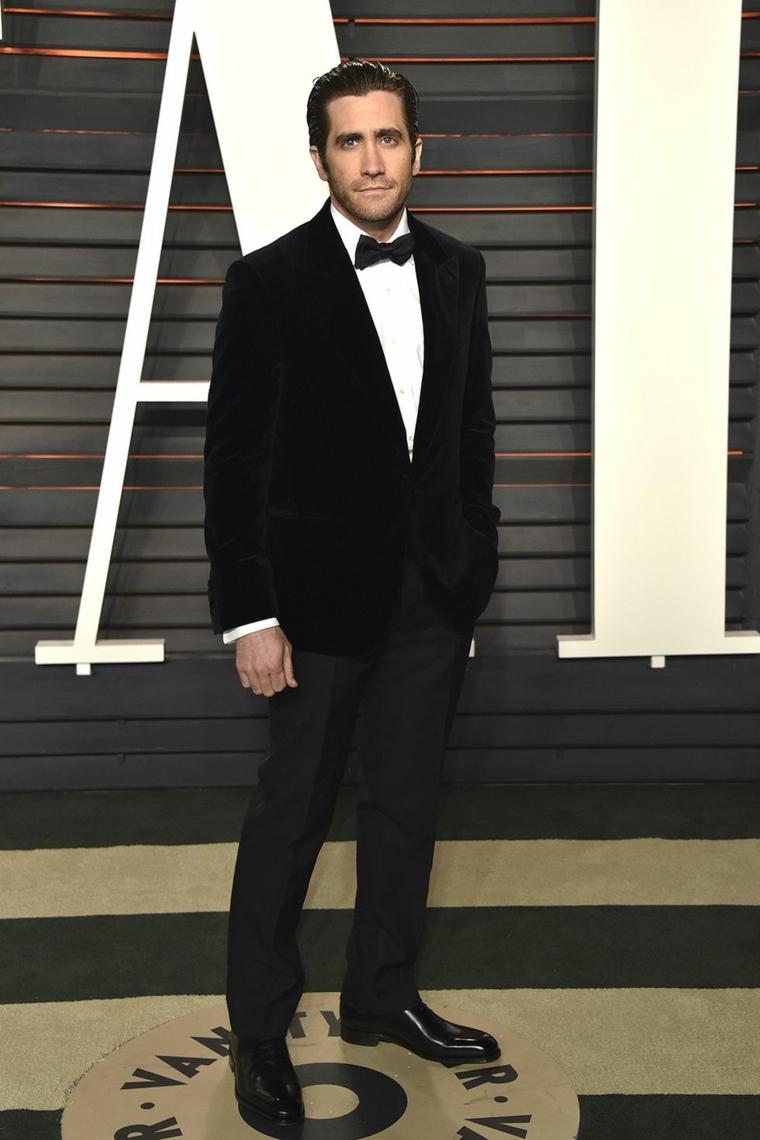 L'attore Jake Gyllenhaal con un abbigliamento elegante, uomini bellissimi
