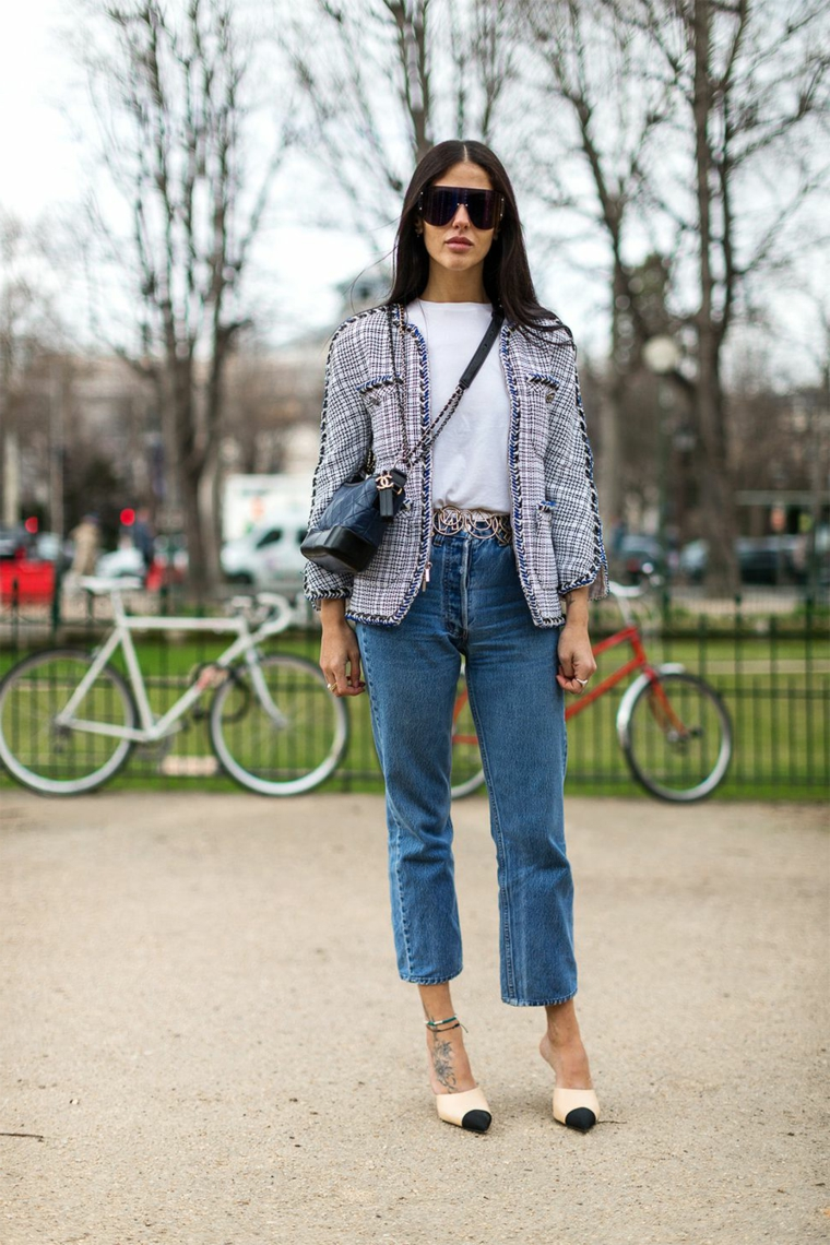 Abbinamento colori vestiti donna, jeans chiari stile vintage con giacca vintage