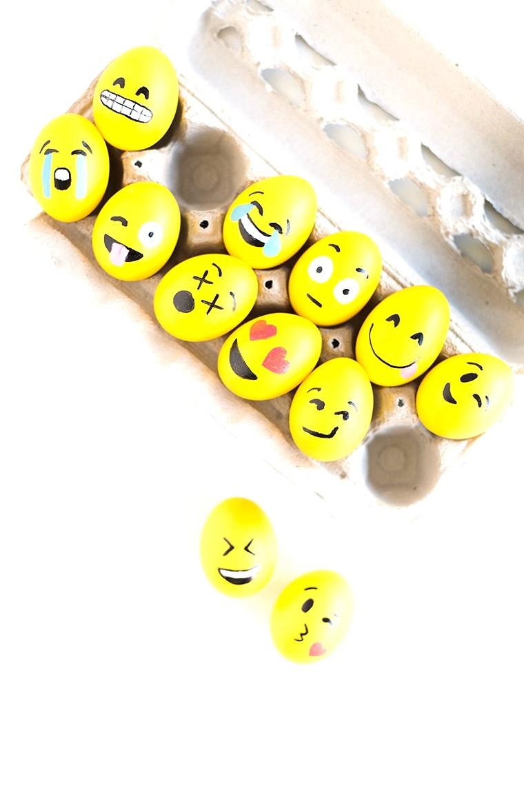 Uova di Pasqua colorate di giallo e disegnate con pennarelli e faccine, lavoretti di pasqua semplici