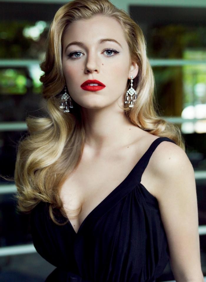 trucco novità con rossetti rossi, un abito nero elegante e degli orecchini preziosi