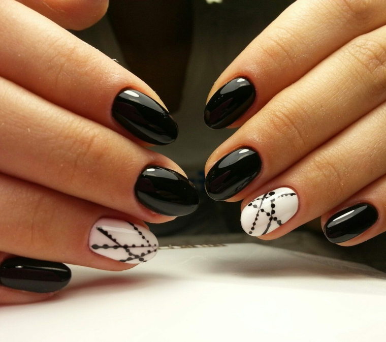 1001 + idee per Unghie gel nere - idee manicure da copiare