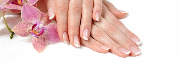 una proposta ideale anche per la sposa di unghie gel french bianco classica ed elegante