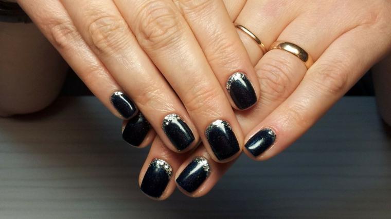 French manicure inversa colore argento glitter, base smalto nero con pigmenti glitter