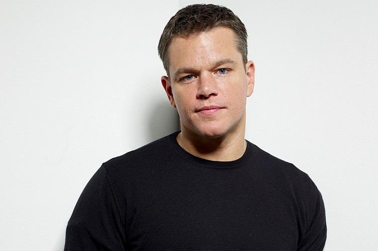 Attori belli e Matt Damon, vestito casual con un maglietta di colore nero