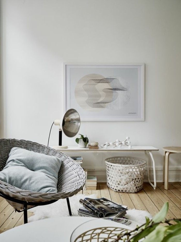 Arredamento salotto stile moderno con mobili in legno e rattan, accessori design per la decorazione