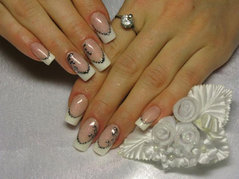 una proposta per realizzare delle french unghie gel ideali anche per il matrimonio con delle decorazioni argento