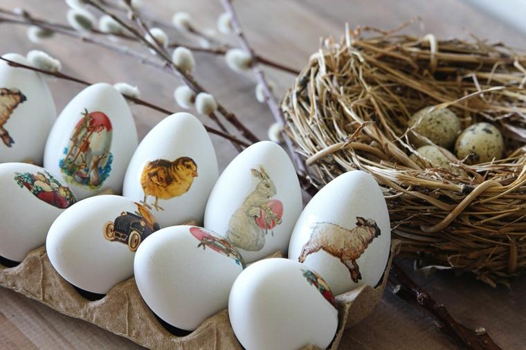 un contenitore con delle uova di pasqua decorate con degli animali, pulcini, conigli, agnelli