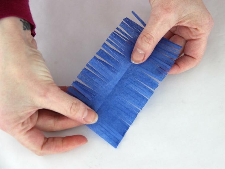 esempio di come realizzare degli addobbi di pasqua fai da te ritagliano della carta crespa
