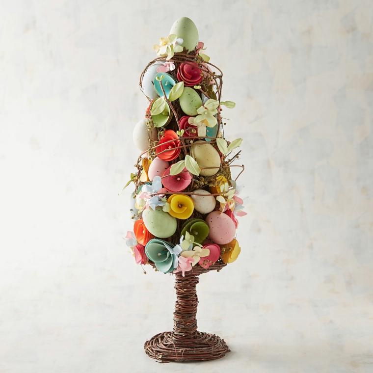 una proposta colorata e primaverile per gli addobbi di pasqua: un alberello con fiori, rami e uova