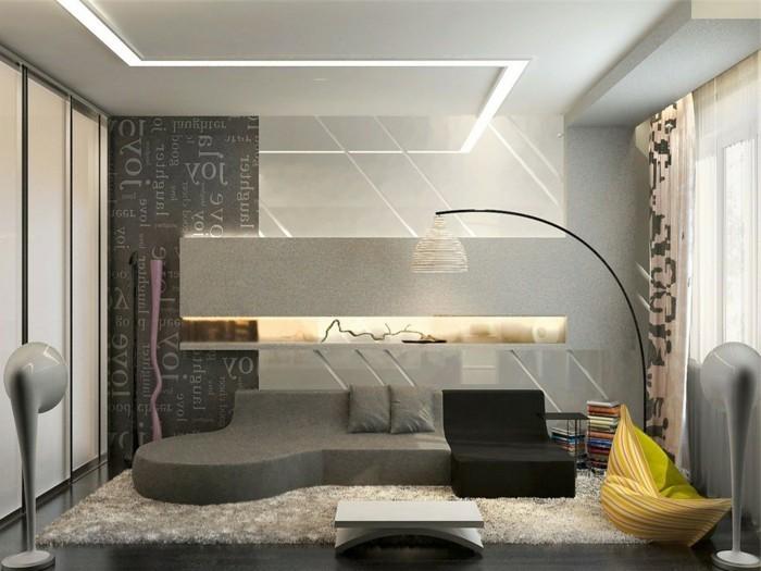 Come arredare salotto piccolo con un divano grigio e basso e varie decorazioni