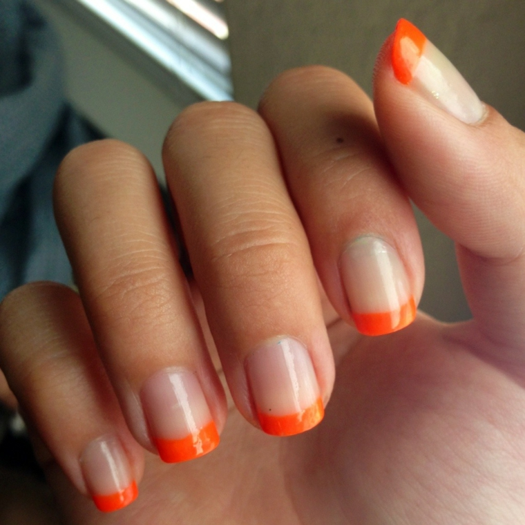 un'idea per french unghie immagini ideale per l'estate con riga arancione e base trasparente