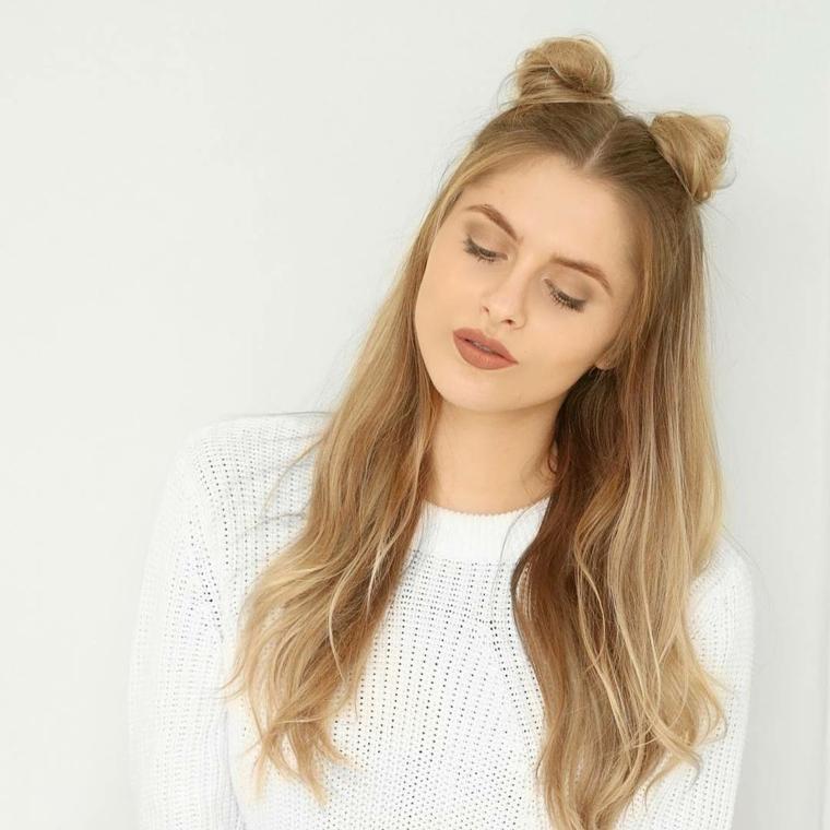 un'idea per realizzare delle acconciature capelli con degli space buns, bella e fai da te