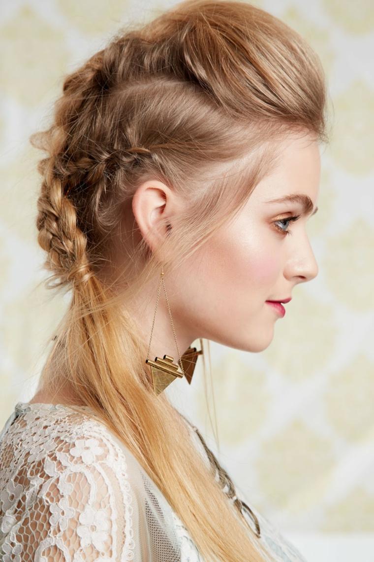 un'immagine di profilo di una ragazza con una pettinatura realizzata con diverse trecce