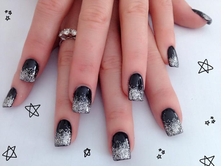 Idea decorazione manicure argento sfumato, glitter colore argento