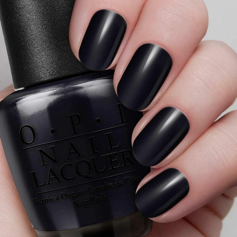 Nail art unghie, smalto nero opaco e lucido, forma unghia arrotondata di media lunghezza