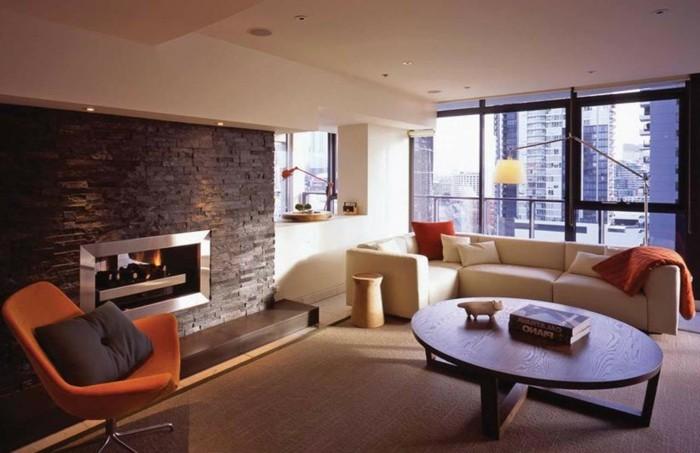 Arredamento stile moderno per un soggiorno con divano angolare e tavolino basso