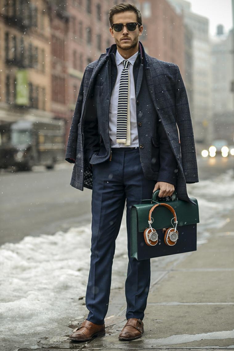Come vestirsi d'inverno, uomo vestito con costume elegante in abbinamento alla giacca