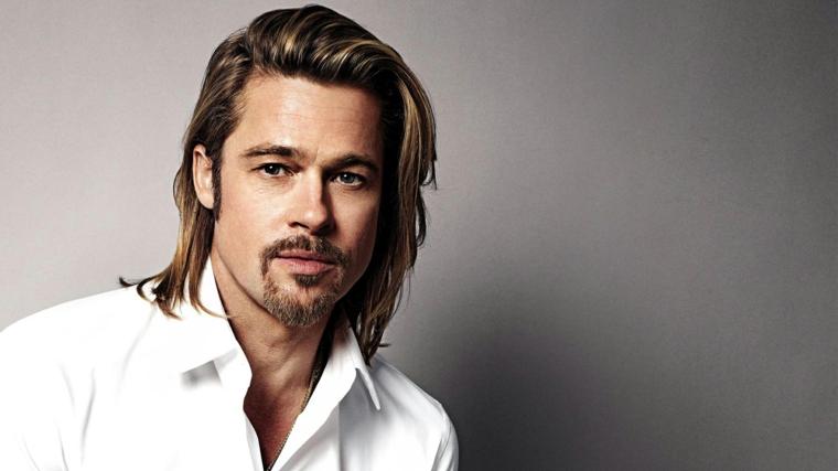 Taglio di capelli uomo, Brad Pitt con capelli biondi lisci e lunghi, abbigliamento casual