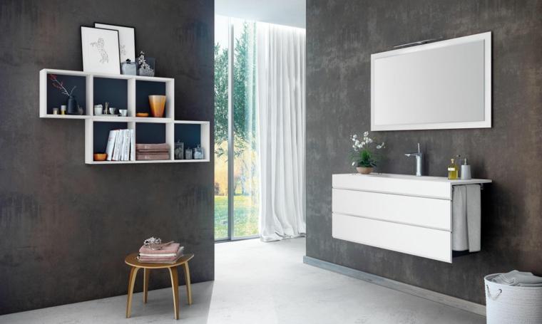 Idea bagni piccoli, mobile bagno sospeso di colore bianco laccato, parete di colore marrone, mensole con decorazioni