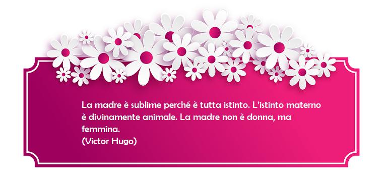 Festa della mamma frasi, cornice di colore fucsia con fiori, scritta e dedica di Victor Hugo