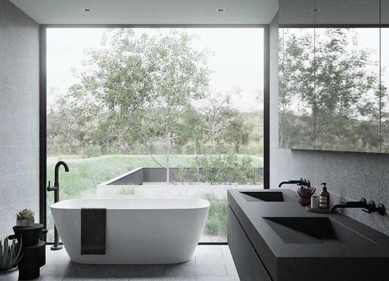 Idee per arredare casa, bagno con vasca e vista sul giardino, pareti di colore grigio