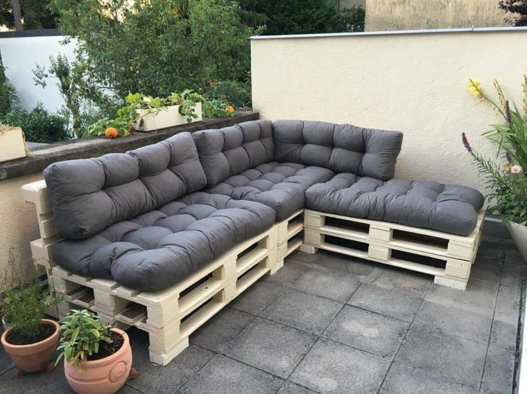 1001 idee per divani con bancali per interni ed esterni for Divani da terrazzo