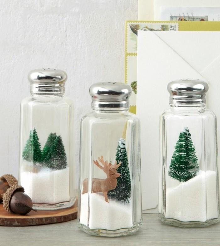 Regali di Natale fai da te, contenitori di vetro con coperchio bucato per il sale, decorazioni all'interno