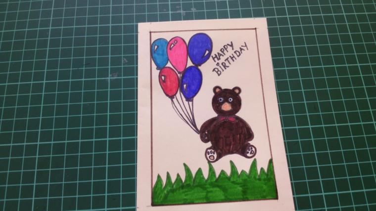 grazioso disegno raffigurante un orsetto con dei palloncini come decorazione di un biglietto di invito