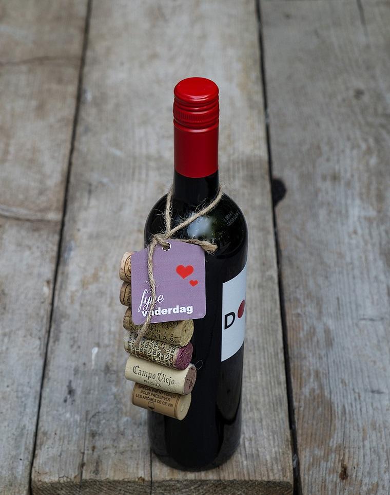 bottiglia di vino con bigliettino personalizzato regali festa del papà fai da te