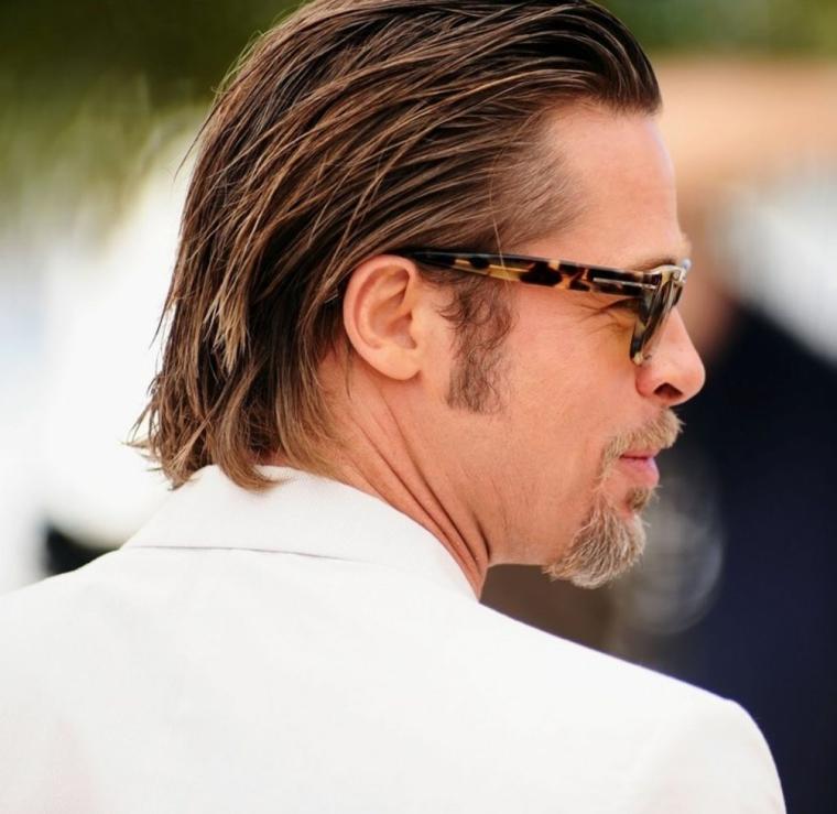 Uomini bellissimi, Brad Pitt con un taglio di capelli lunghi, colore biondo e acconciatura con gel