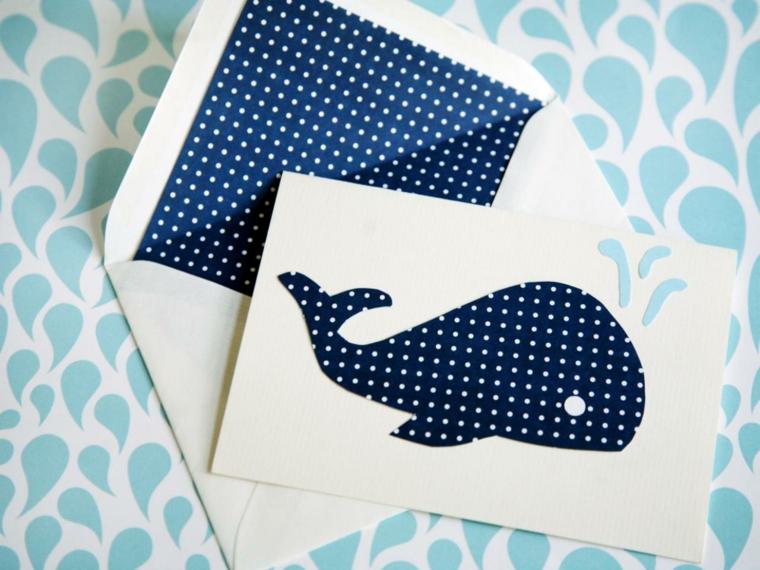 semplice e graziosa idea per un invito festa compleanno con una balena blu a pois bianchi