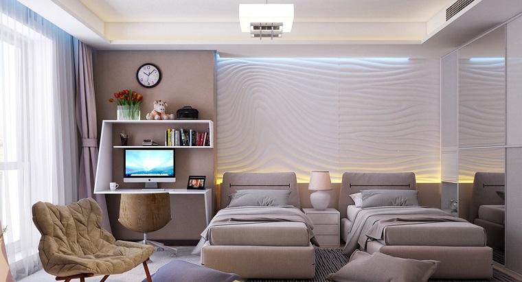 Camera delle ragazze con due letti, parete con decorata e di colore bianco crema, armadio con porte scorrevoli