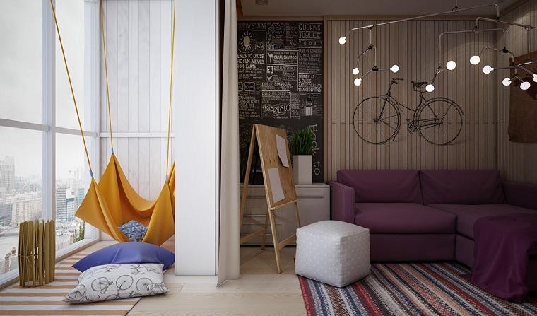 Decorazioni originali per la cameretta di una ragazza, parete in legno con bicicletta, lampadario di design