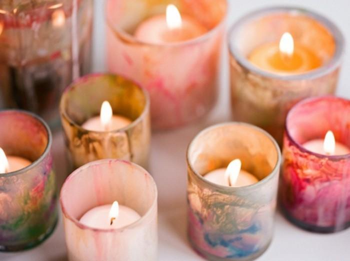 Idee fai da te, candele profumate, bicchieri di vetro dipinti con vari colori