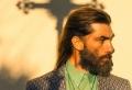 Capelli lunghi uomo – tagli e acconciature da copiare