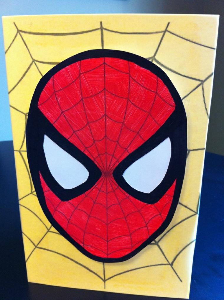 spiderman e una ragnatela come decorazione per i biglietti invito compleanno fai da te