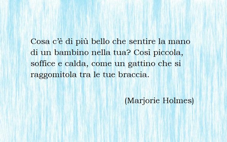 Dedica alla mamma di Marjorie Holmes, frasi mamma e figlia, immagine sfondo blu e bianco