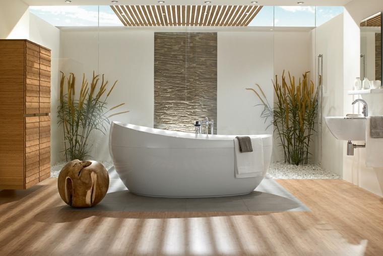 Idea arredo bagno moderno, pavimento in legno, armadio in legno sospeso, soffitto finestra trasparente